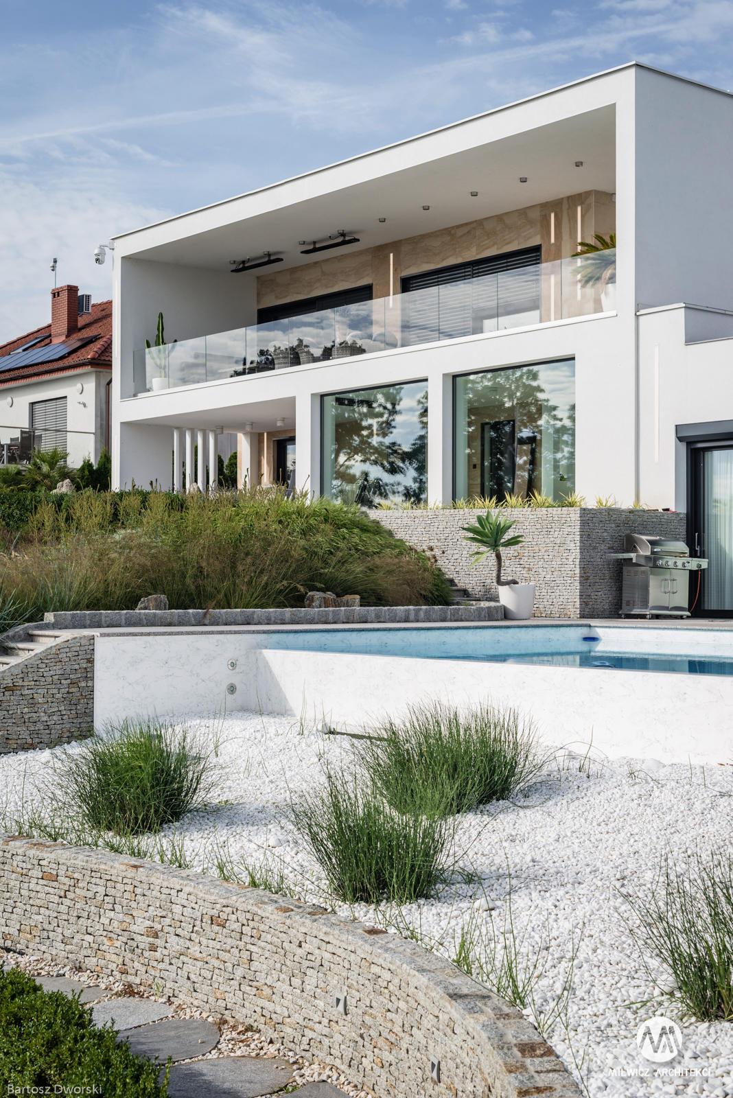 projekty indywidualne, nowoczesna architektura, modernizm, płaskie dachy, dom z basenem