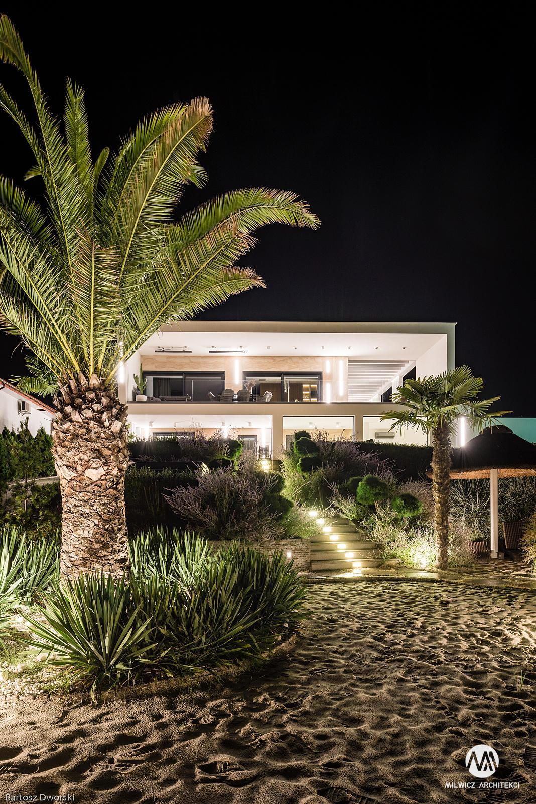 projekty indywidualne, nowoczesna architektura, modernizm, płaskie dachy, dom z drzewem